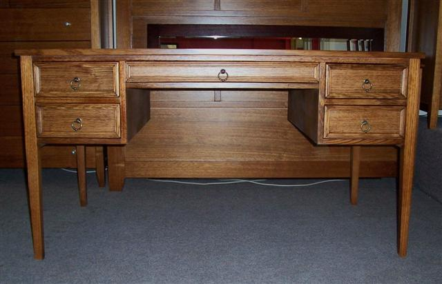 desk-with-beading1